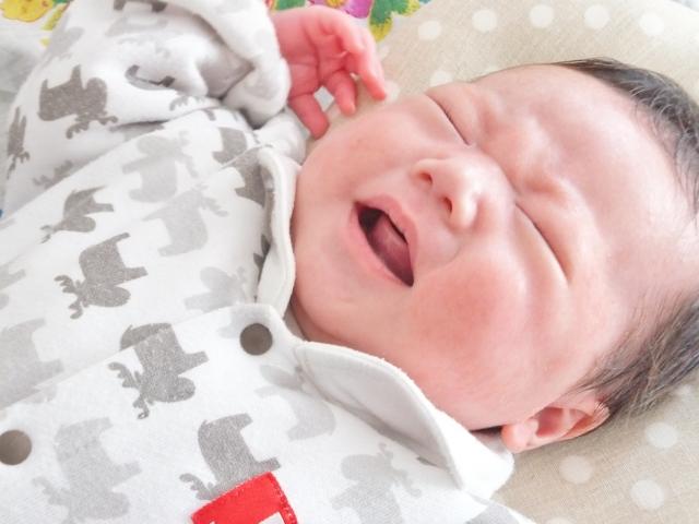 赤ちゃん 顔 こ する